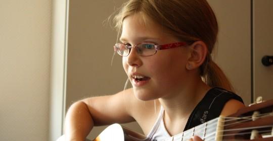 Neuer Gitarren-Gruppenkurs für Kinder