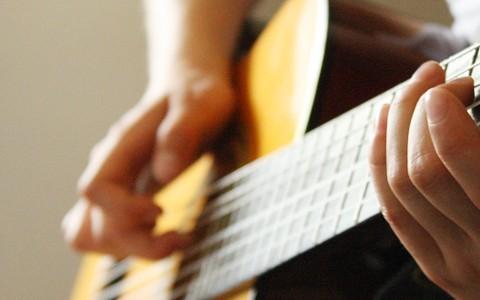 NEU: Kompakt-Kurs Liedbegleitung an der Gitarre